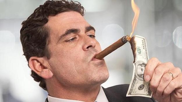 man-smoking-money-cropped-644x362